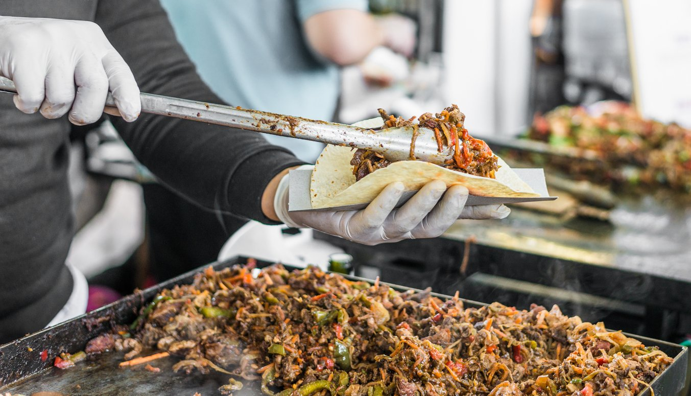 Bespoke air conditioning hire keeps famous food festival cool