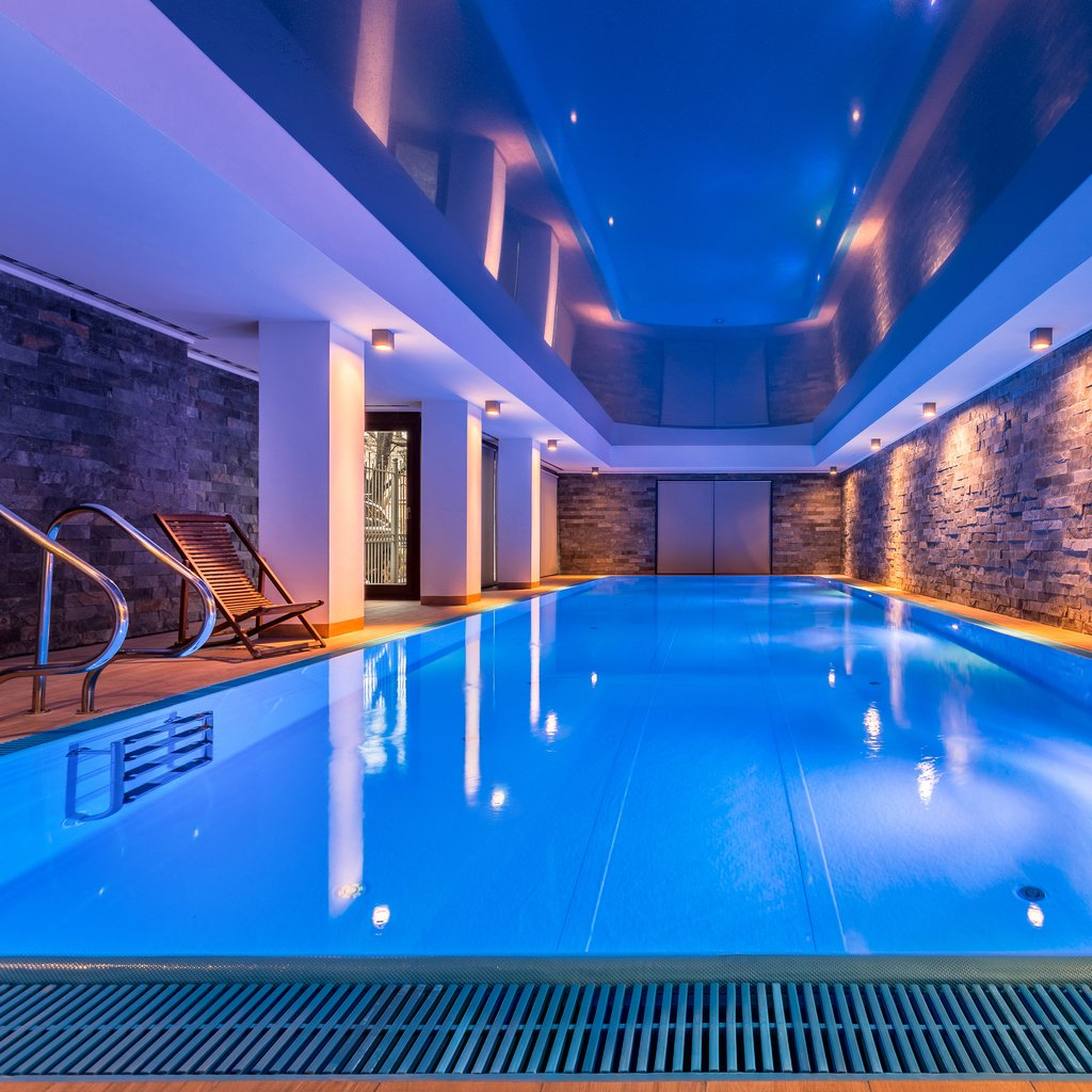 Luxury hotel seeks drying arrangement for newly built swimming pool and spa area