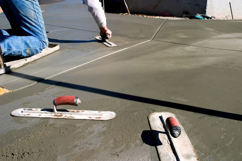 High capacity heating arrangement assists concrete curing process