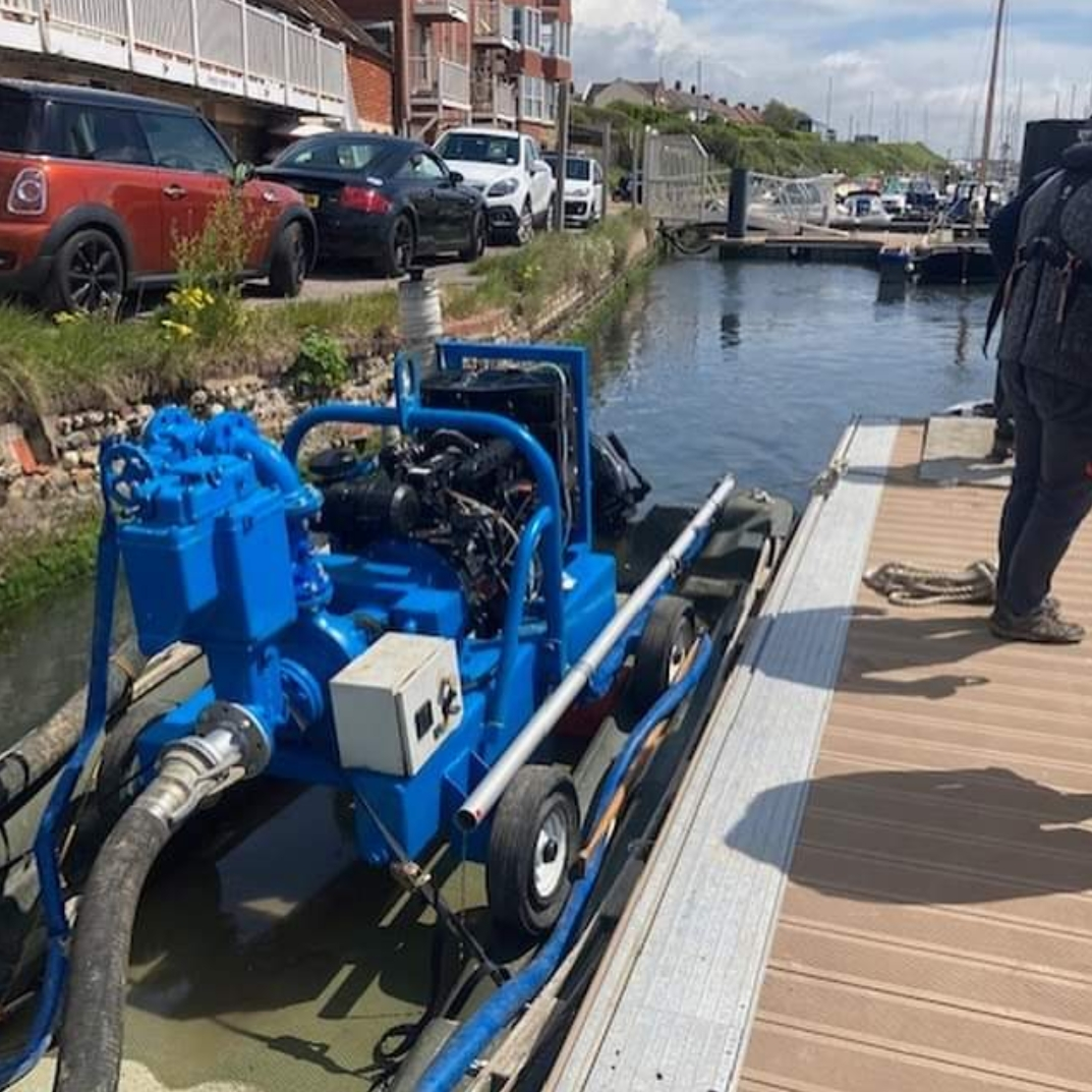 Temporary jetting pump cleans mooring at popular yacht club
