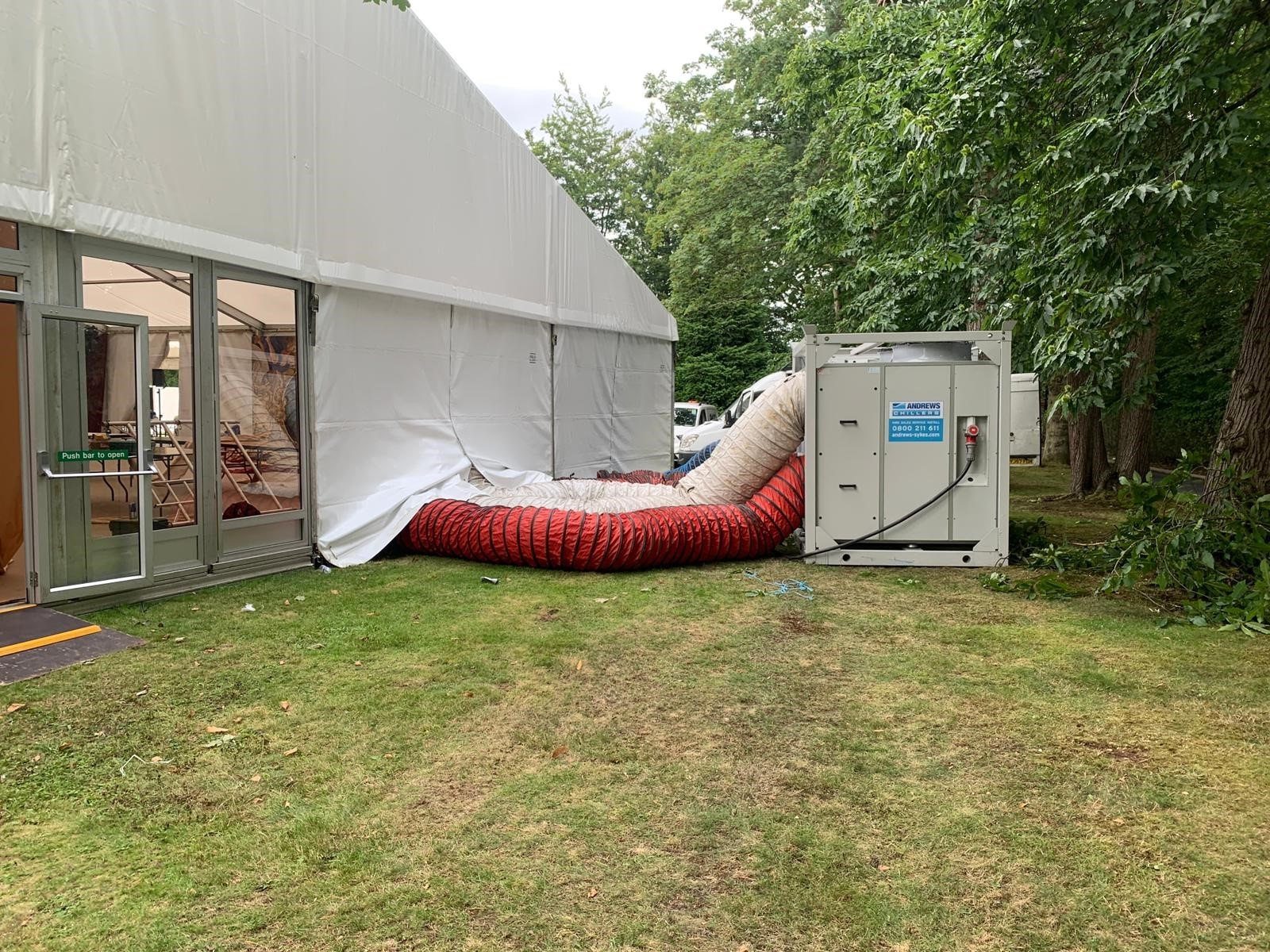 Multi-unit air conditioning solution keeps hundreds of wedding guests cool